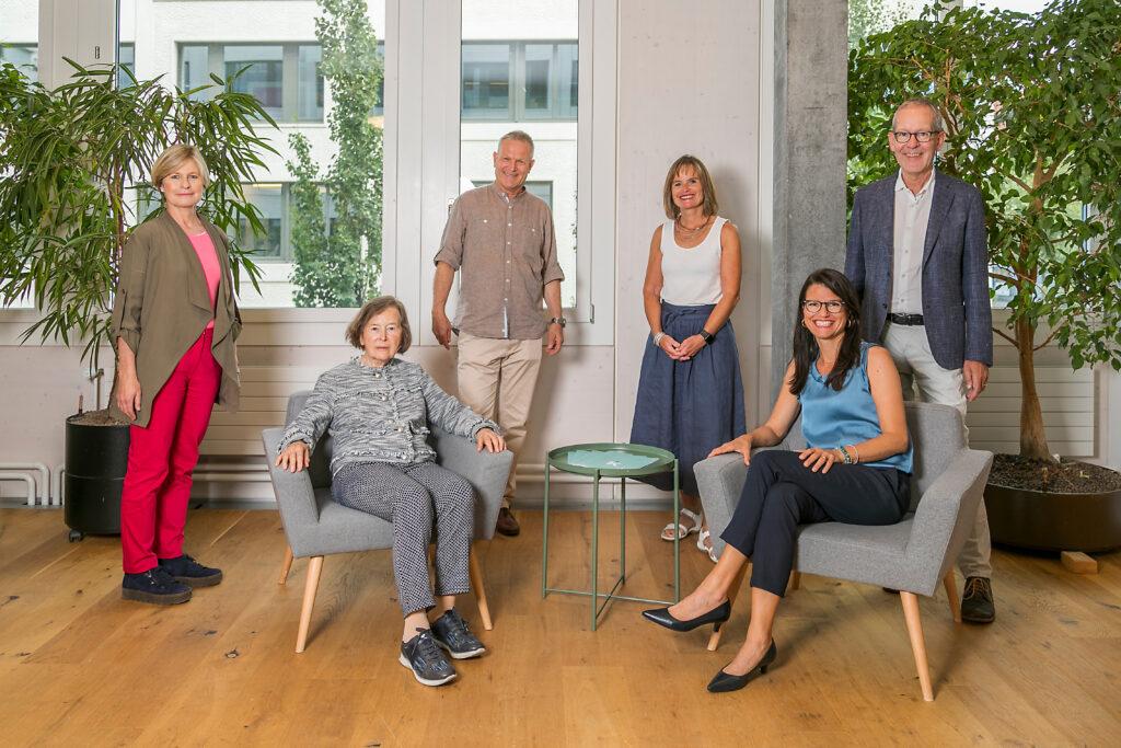 Kyria Stiftungsrat von links nach rechts: Ariane Ehrat, Elisabeth Kopp, Thomas Schönbächler, Brigitt Küttel, Tanja Bootz, Thomas Peter